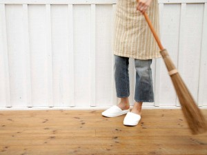 JI-75627099_Sweeping-Hardwood-Floors_s4x3.jpg.rend.hgtvcom.1280.960